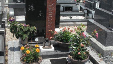 中国黒・インド赤のお墓